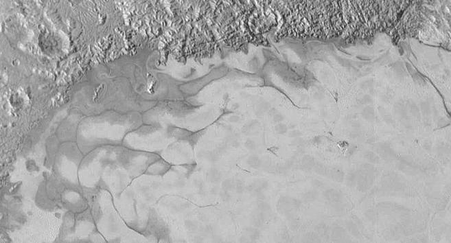 Плутон продолжает удивлять астрономов - 3
