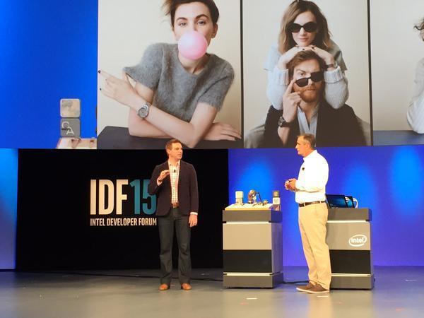 Компания Intel совместно с Fossil показала на конференции разработчиков IDF 2015 новые смарт-часы