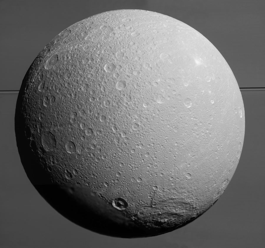Станция Cassini передала качественные снимки спутника Сатурна Дионы - 1