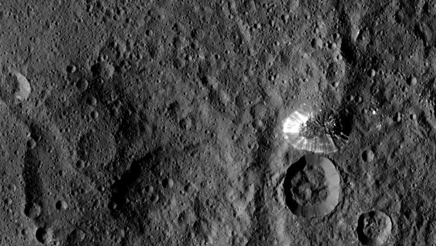 Зонд Dawn прислал снимки Цереры в максимальном разрешении - 2