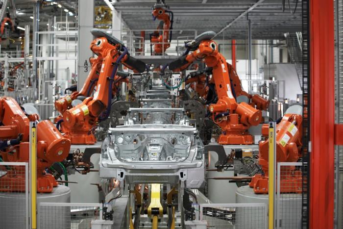 Все автомобили BMW перейдут на электрическую тягу в течение десяти лет - 1