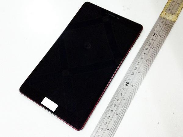 Корпус планшета Nexus 8 запечатлён на фото