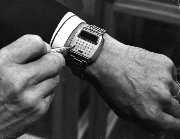 История носимых технологий: от первых очков до Apple Watch - 8