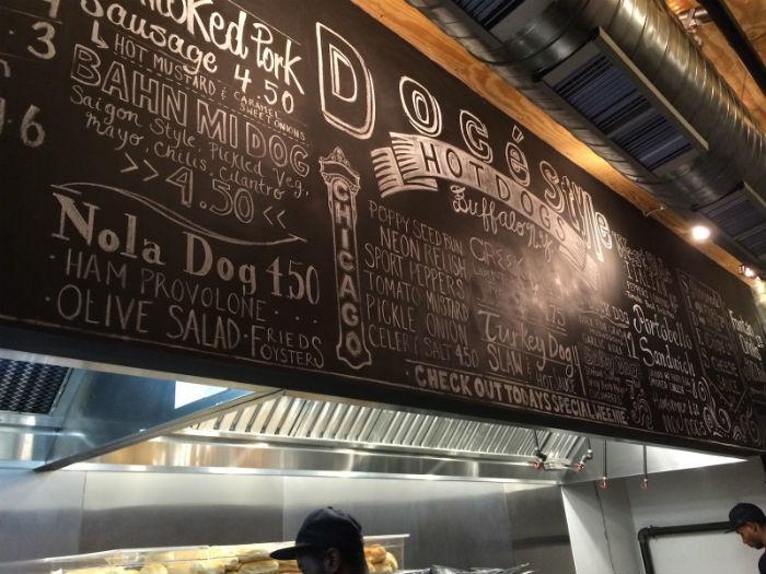 Какими бывают меню в ресторанах: Электроника, магниты и мел - 1