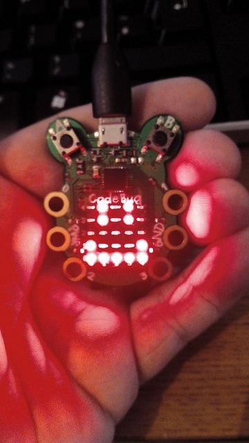 Создаем виртуального питомца из платы CodeBug - 1