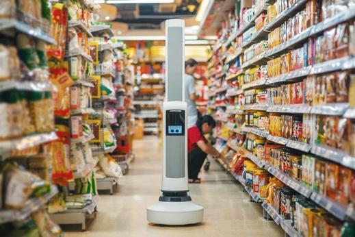 Робот-мерчендайзер следит за выкладкой товаров на полках супермаркетов - 1