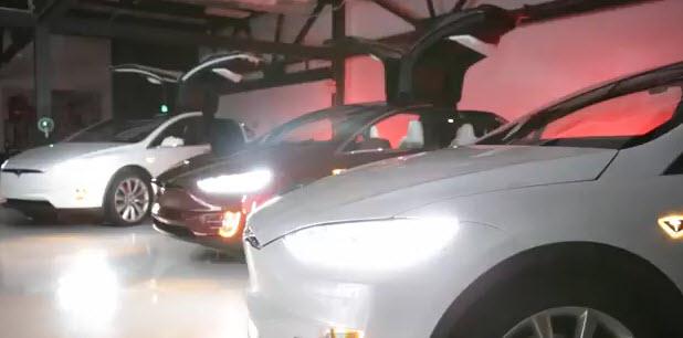 Tesla Motors поздравила всех с праздниками при помощи кроссоверов Tesla Model X