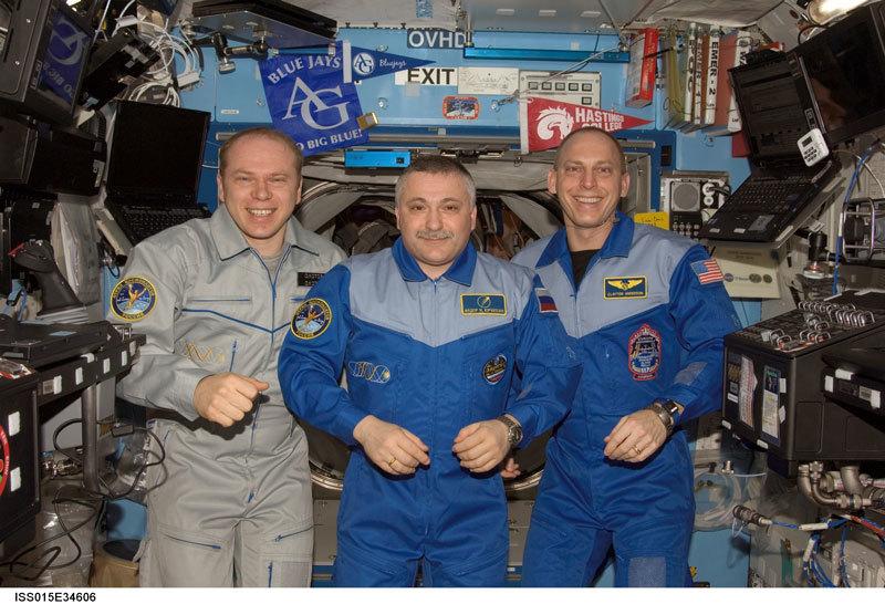 Сколько получают космонавты и астронавты - 1