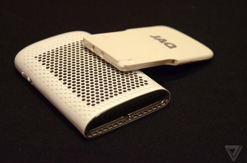 Jaq — зарядка для смартфона на топливных элементах - 1
