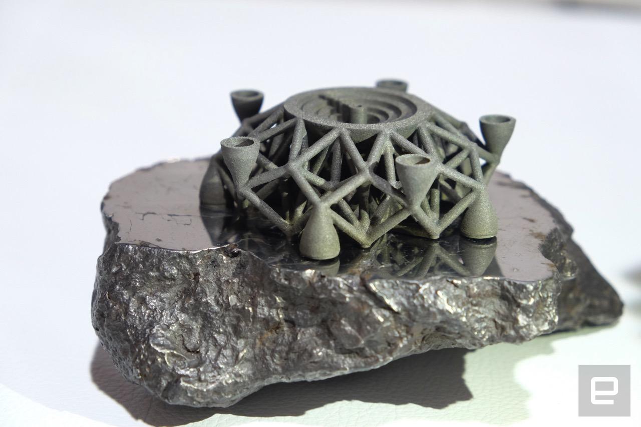 На 3D принтере распечатали первый в мире объект из металла внеземного происхождения - 1
