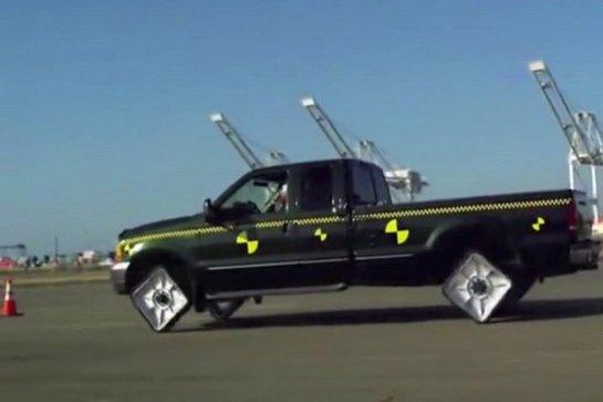 Как ездит автомобиль на квадратных колесах? (видео)