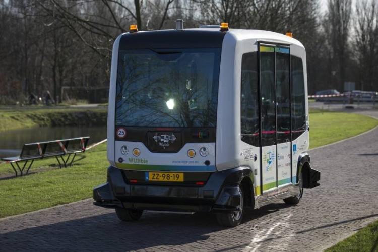 В Нидерландах испытали беспилотные микроавтобусы - 1
