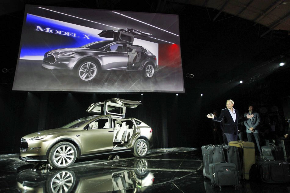 Элон Маск отказался продавать клиенту Model X после критики в свой адрес - 1