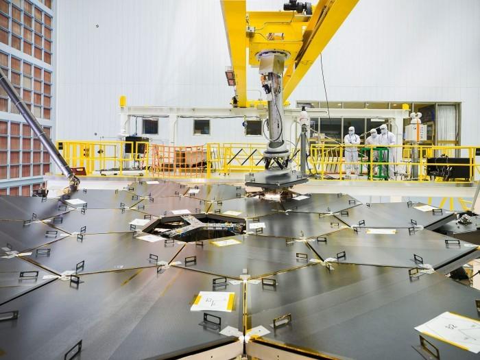 Основные зеркала телескопа им. Джеймса Уэбба собраны - 1