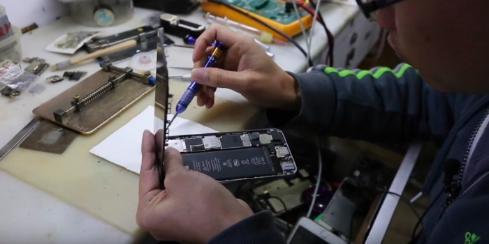 Китайцы за полчаса превращают 16-гигабайтный iPhone в 128-гигабайтный - 1