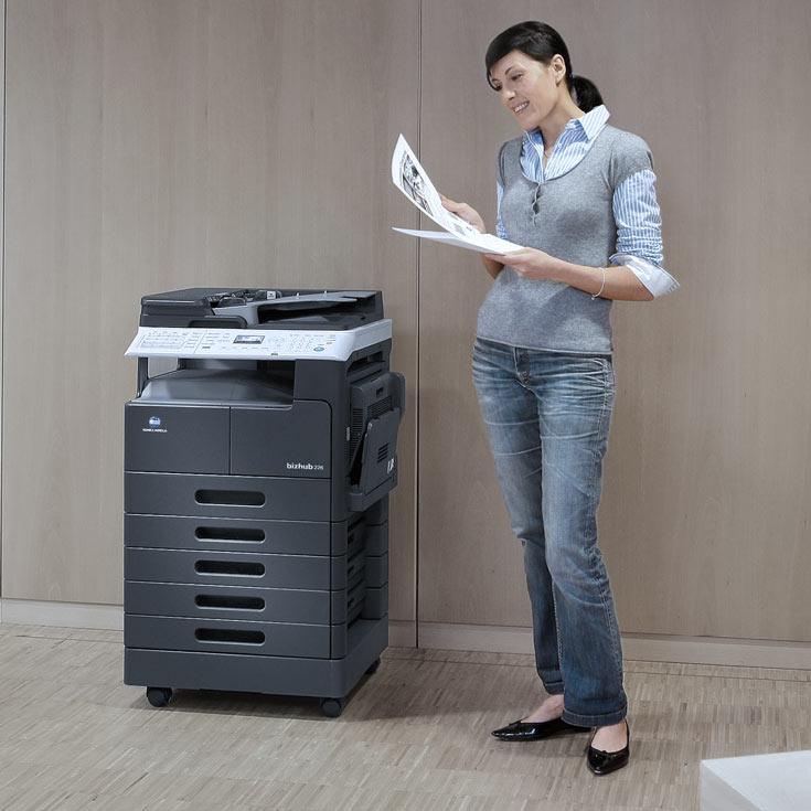 Монохромное МФУ Konica Minolta bizhub 226 способно за минуту напечатать 22 страницы формата A4