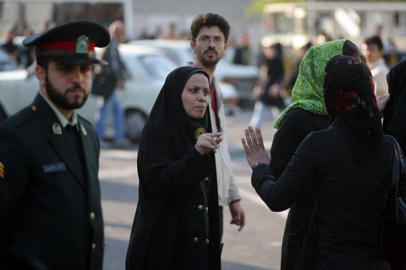 Иранская молодежь избегает полиции нравов с помощью мобильного приложения - 1