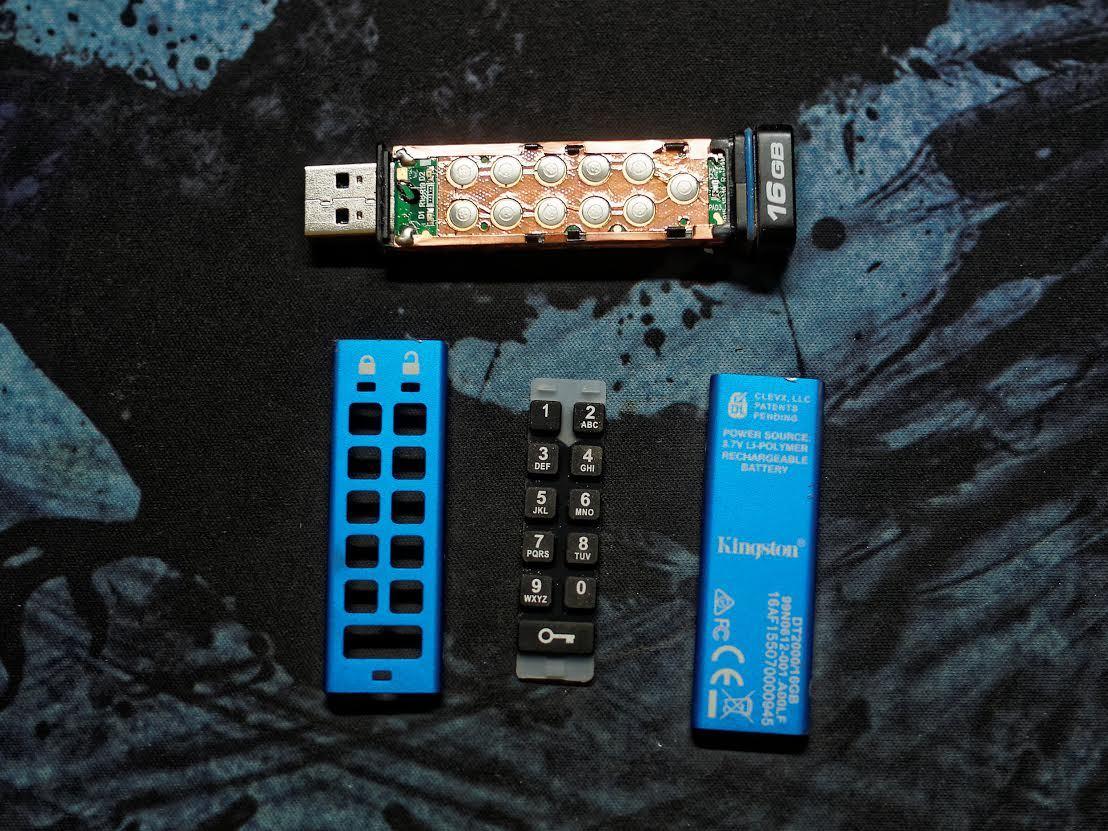 Защищенный USB-накопитель с ПИН-падом Kingston DataTraveler 2000 - 3