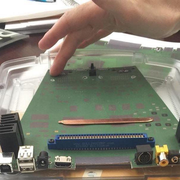 Coleco Chameleon, игровая ретро-консоль с Indiegogo, собрана из картона, изоленты и платы видеозахвата - 2