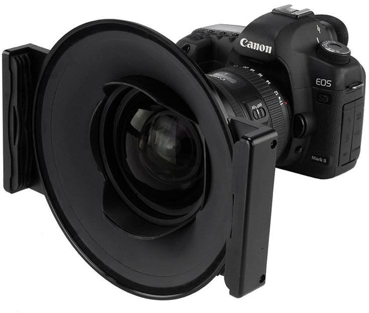 Крепление Fotodiox WonderPana Free Arc XL стоит примерно $230