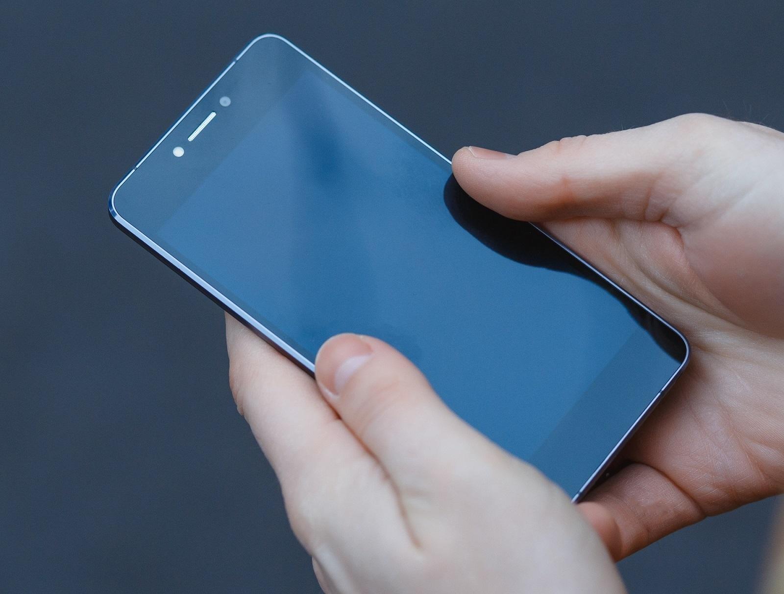 """Российский стартап готовит к выпуску 5,2"""" смартфон толщиной 5,7мм за $199 - 3"""
