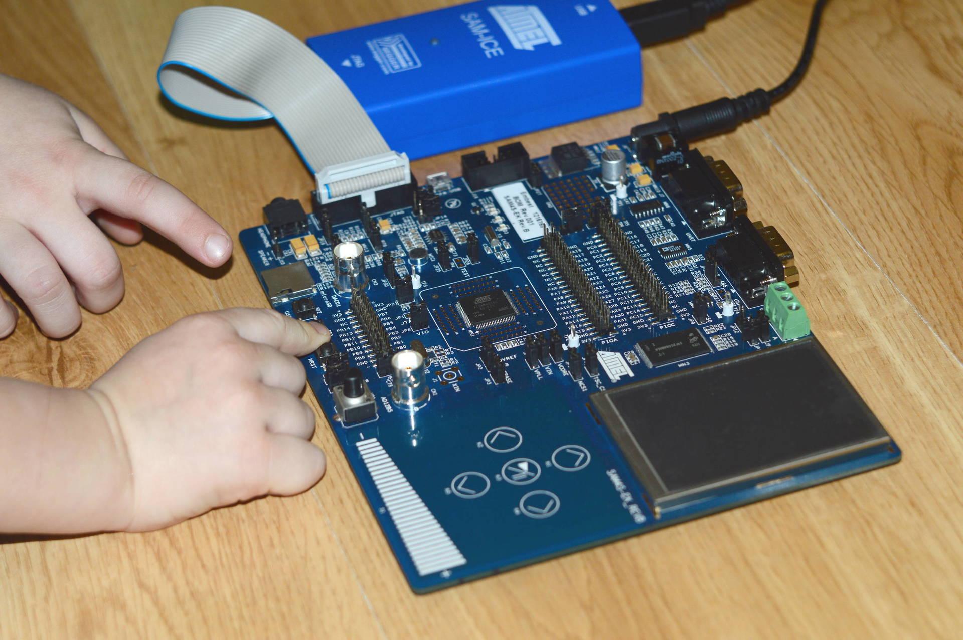 Программирование и отладка микроконтроллеров ARM Cortex-M4 фирмы Atmel в среде операционной системы Linux. Часть 1 - 1