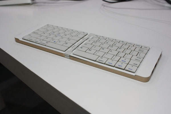 Китайцы выпустили мини-ПК в виде раскладной Bluetooth-клавиатуры - 1