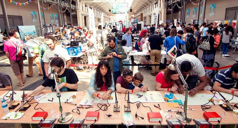 Выставочная площадка Maker Faire