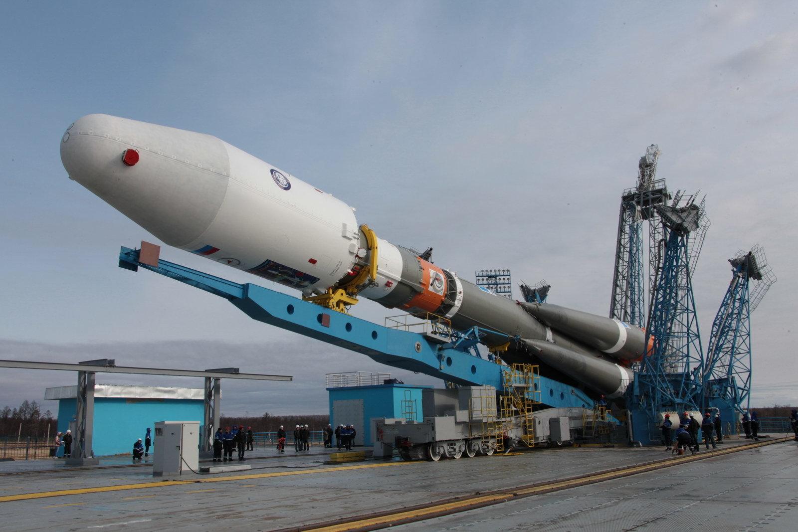На космодроме Восточный установили ракету-носитель «Союз 2.1а» для первого запуска - 12