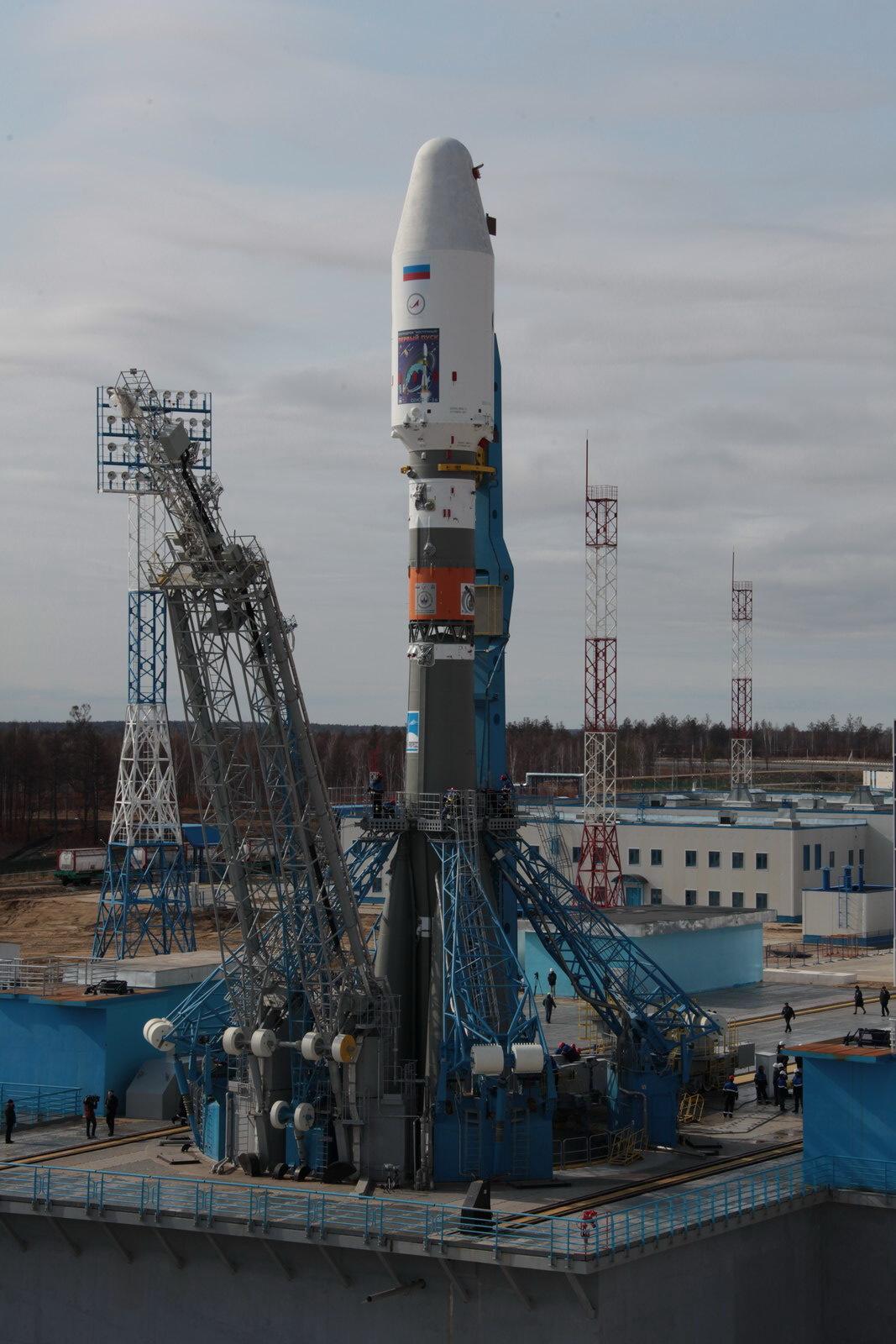 На космодроме Восточный установили ракету-носитель «Союз 2.1а» для первого запуска - 16