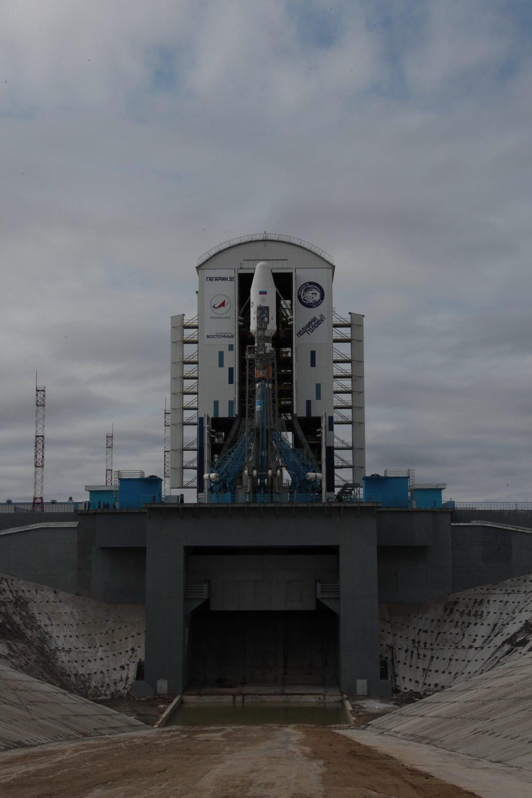На космодроме Восточный установили ракету-носитель «Союз 2.1а» для первого запуска - 17