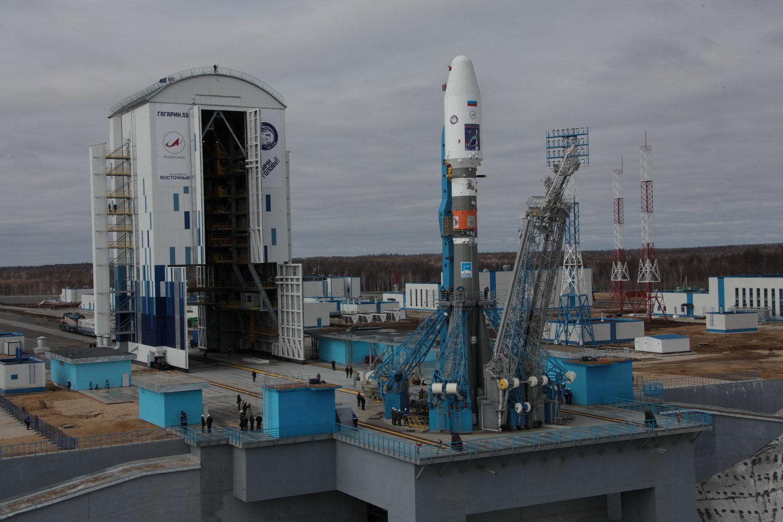 На космодроме Восточный установили ракету-носитель «Союз 2.1а» для первого запуска - 1