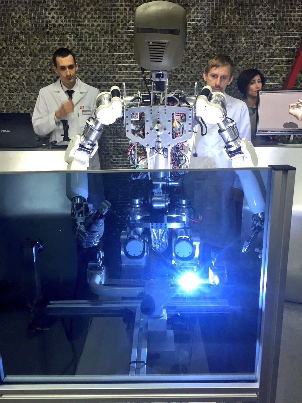 Опубликованы фото новейших российских роботов «Рысь-БП» и «Аватар» - 2