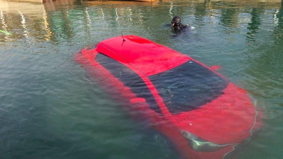 Женщина заехала в озеро по GPS-навигатору - 1