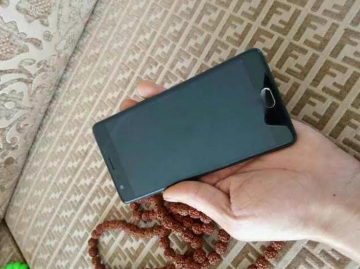 Фото и изображения смартфона OnePlus 3 демонстрируют разные аппараты