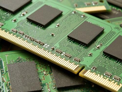 Выручка на рынке микросхем DRAM упала на 16,6%