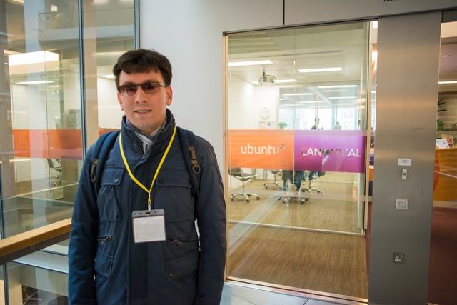 Михаил у офиса Canonical
