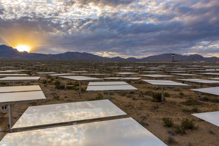 Неправильное позиционирование зеркал привело к пожару на крупнейшей термальной солнечной электростанции США - 2
