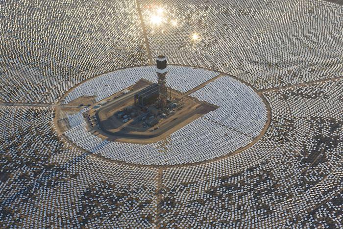 Неправильное позиционирование зеркал привело к пожару на крупнейшей термальной солнечной электростанции США - 1