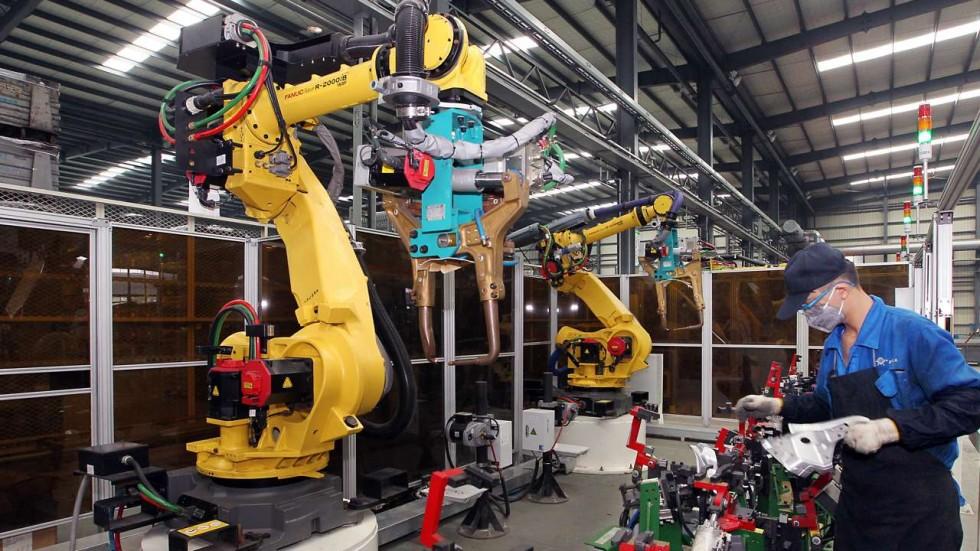 Foxconn заменит 60000 сотрудников роботами - 1