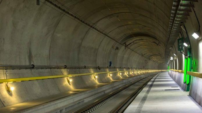 В Швейцарии открыт самый длинный в мире железнодорожный тоннель: 57 км - 3