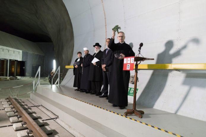 В Швейцарии открыт самый длинный в мире железнодорожный тоннель: 57 км - 7