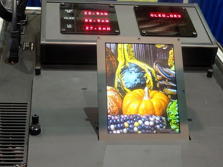 Прототип, созданный SED, имеет размер 4,38 дюйма и разрешение 768 x 1024 пикселей