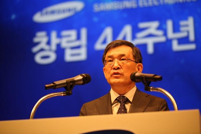 Samsung продолжает наращивать производство панелей AMOLED