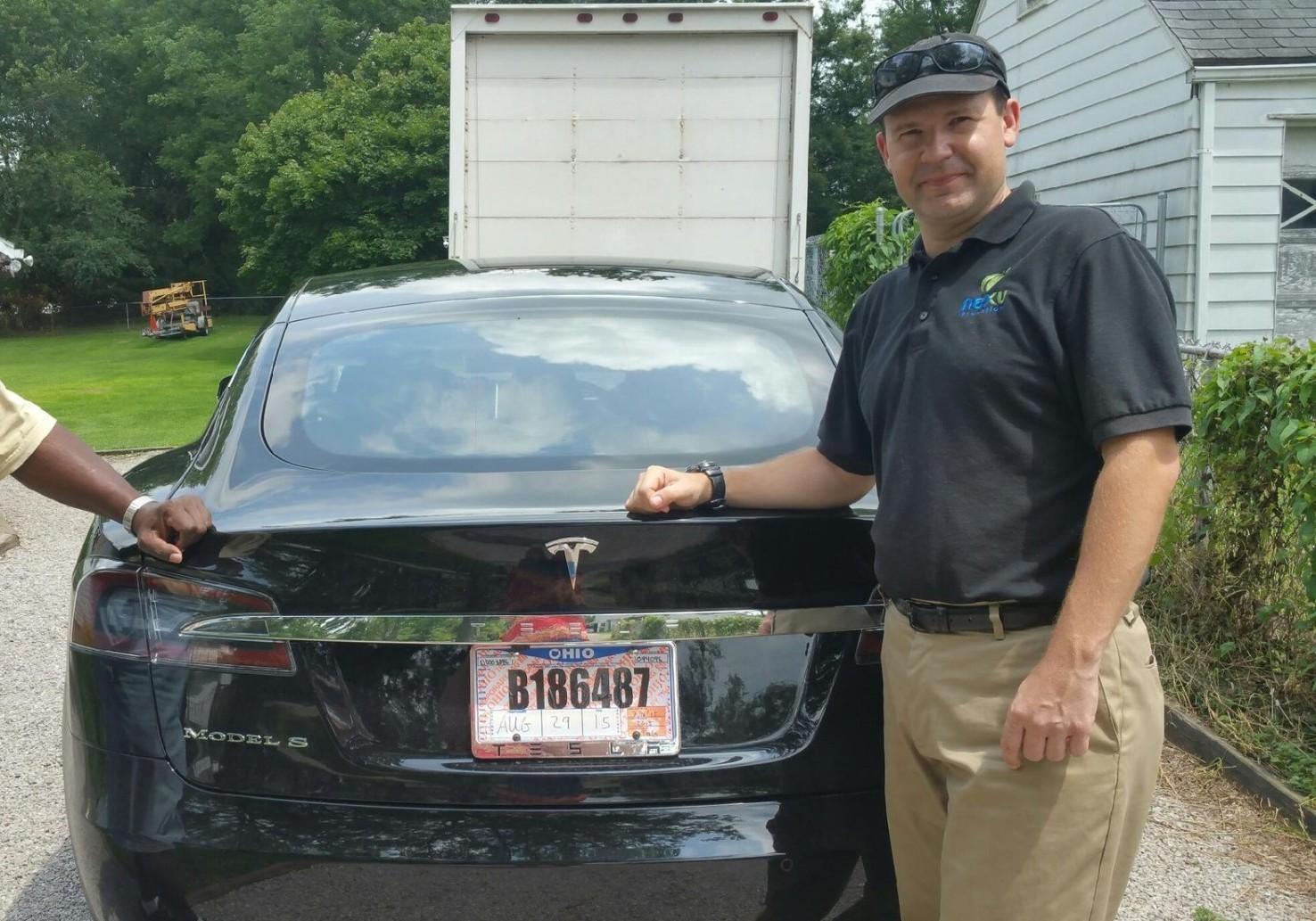 Компьютерный гик Джошуа Браун любил свою Tesla и ласково называл её Тесси - 1
