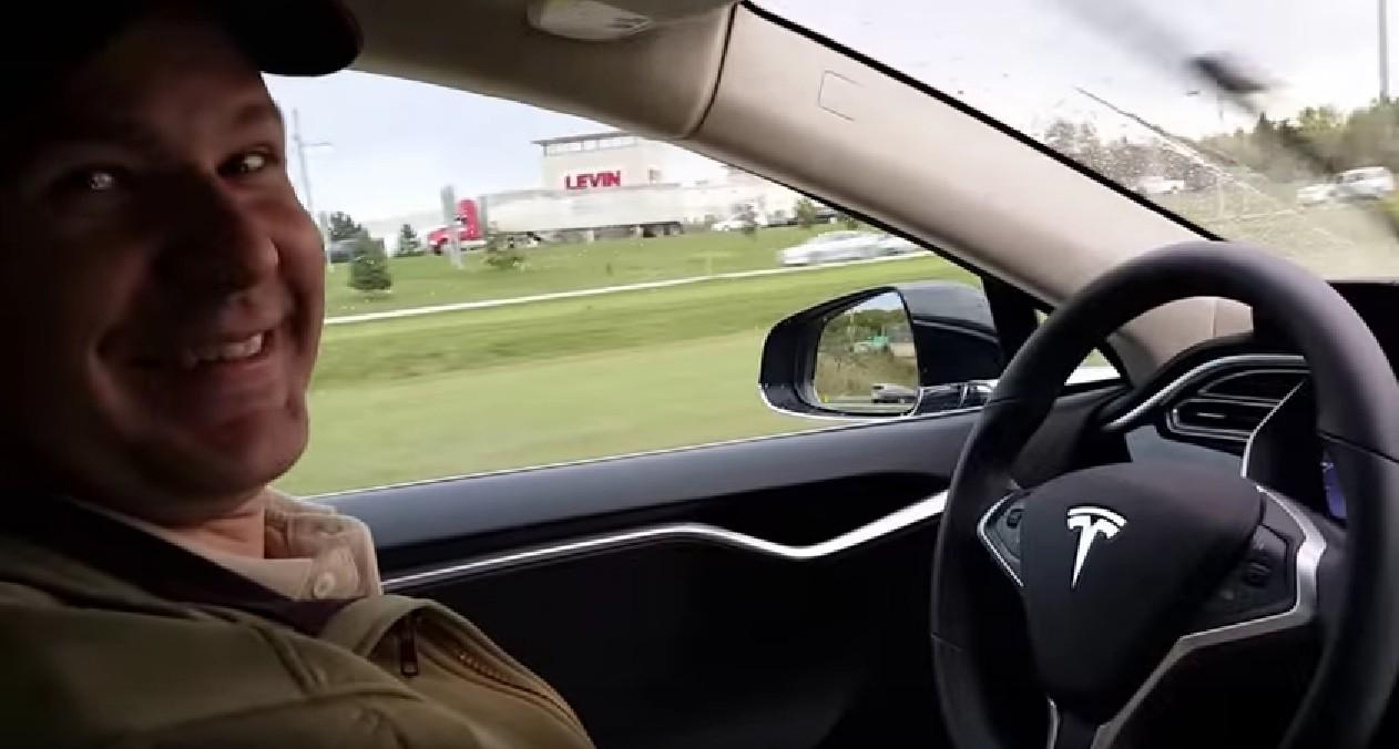 Авария Tesla со смертельным исходом: кто виноват и что делать дальше? - 1