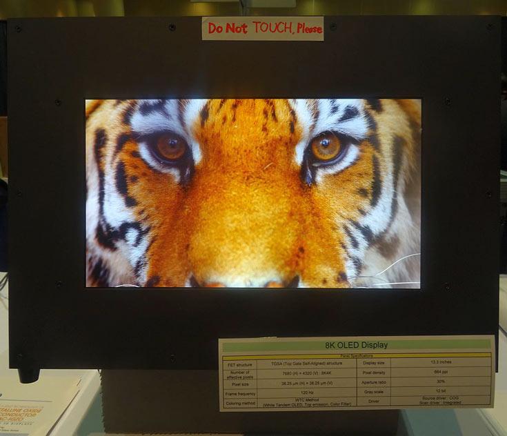 Дисплей характеризуется плотностью 664 пикселя на дюйм