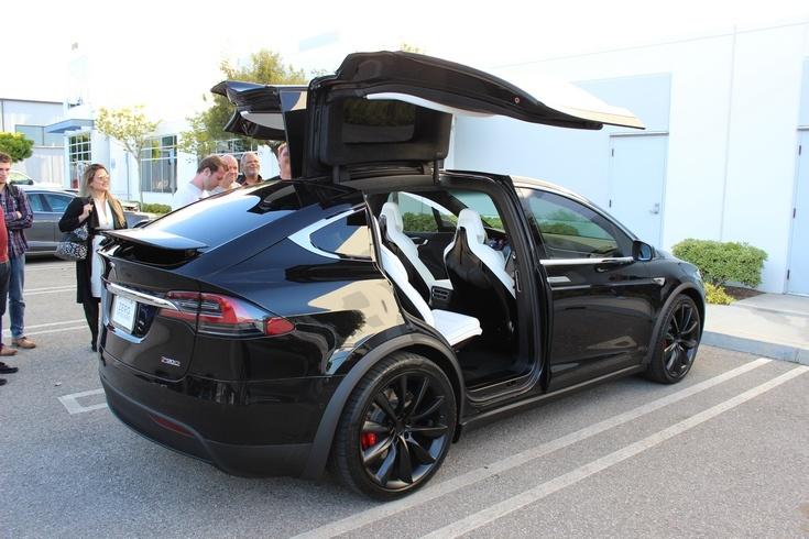 Автомобиль Tesla Model X 60D наделили менее ёмкой АКБ