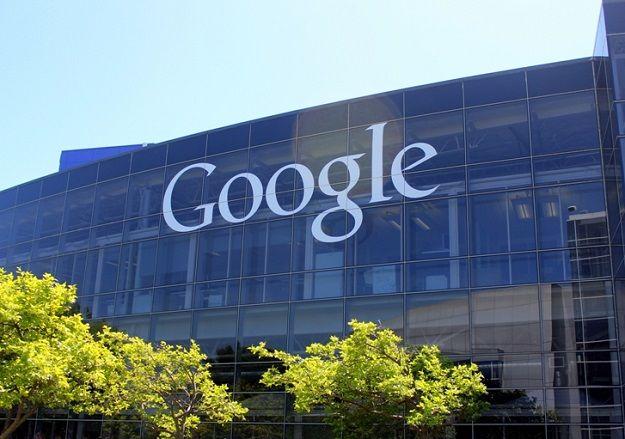 Основным источником доходов Alphabet является Google
