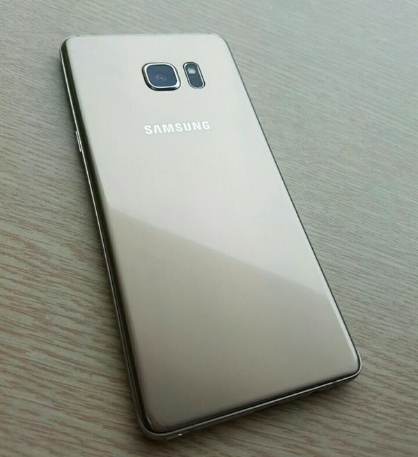 Опубликованы фотографии смартфона Samsung Galaxy Note7 и его упаковки